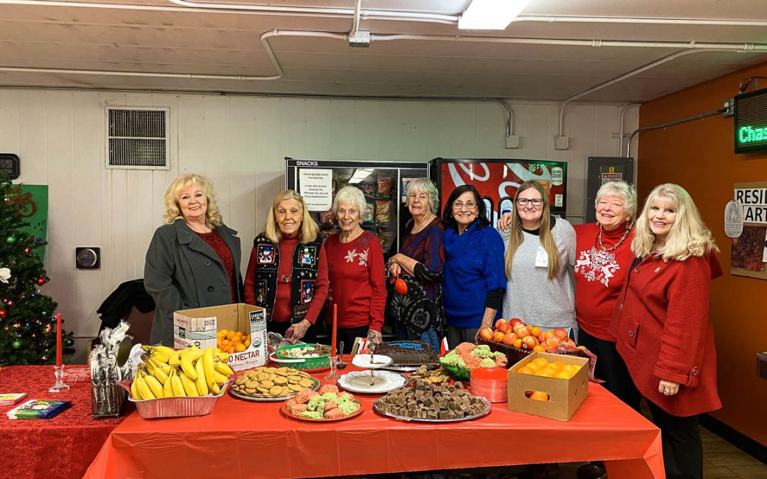 Volunteers Organize Christmas Party at AOC